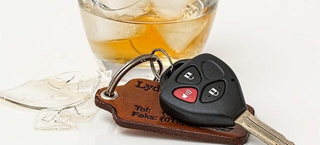 Getränk und Autoschlüssel