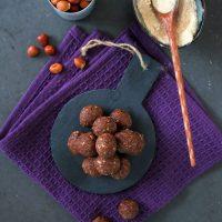 Schokoladige Bliss Balls mit Nüssen und Tsampa