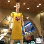 名駅のナナちゃん人形が、チャリティーシャツで黄色く変身!(2018年8月)