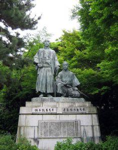 中岡慎太郎と坂本龍馬の銅像