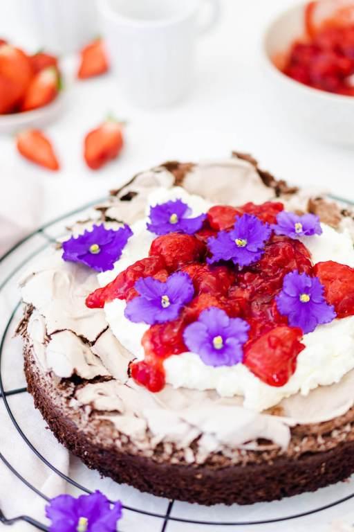 Schokokuchen mit Erdbeerkompott