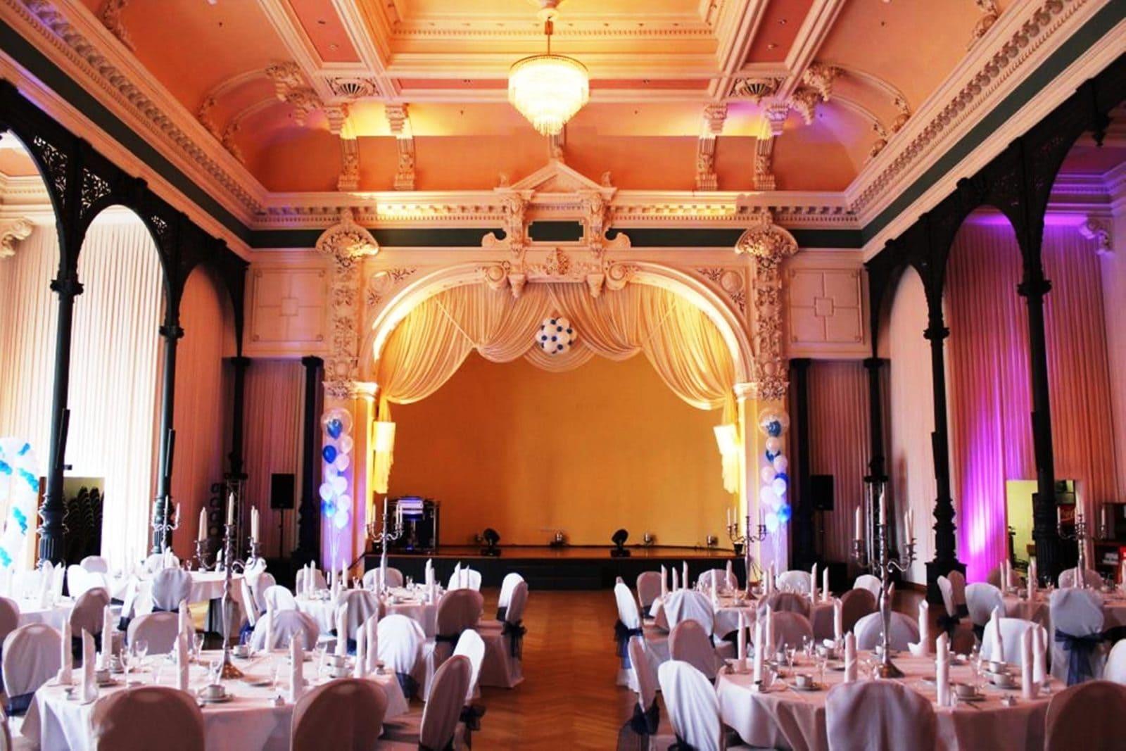 Hochzeit im Ballsaal Lindengarten in Dresden  Hochzeiten  Feiern