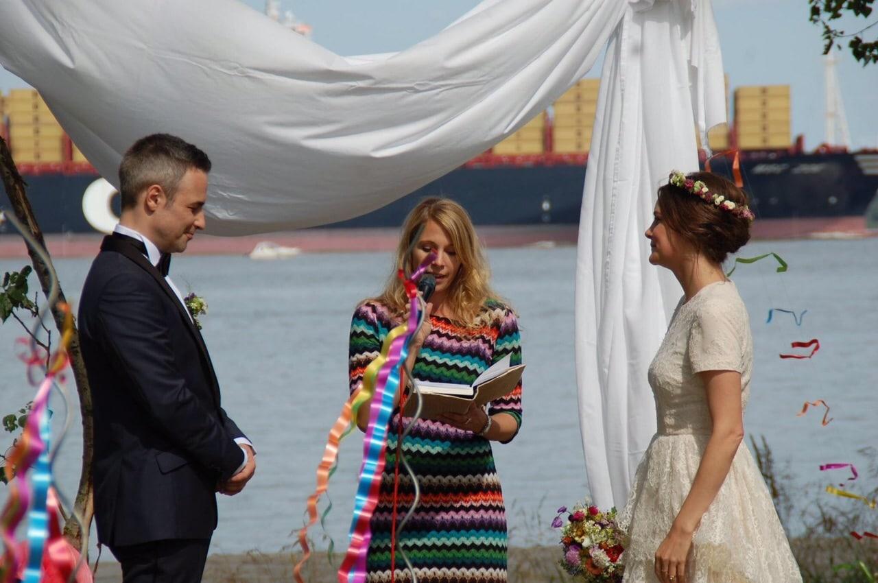 Hochzeitsrednerin Freie Rednerin in Adendorf  Hochzeiten