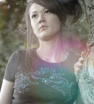 Model trägt Shirt mit Tiger-Aufdruck, Farbe: Brown