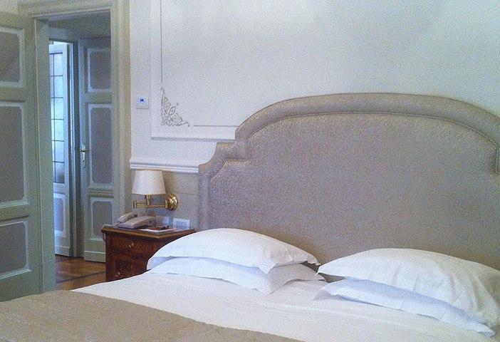 Elegant-gebettet-im-hotel-royal