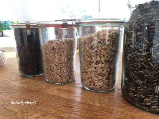 Wichtiger Tipp zum Aufbewahren von Vogelfutter! Nie offene Behälter im Haus stehen lassen.