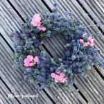 Rosa an Blau – Mein Fairy-Distel-Kranz
