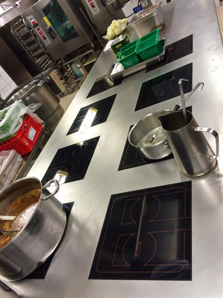 Plaques induction, 8 foyers multi-zone de 7 Kw | Meinen Cuisines Professionnelles SA, Genève