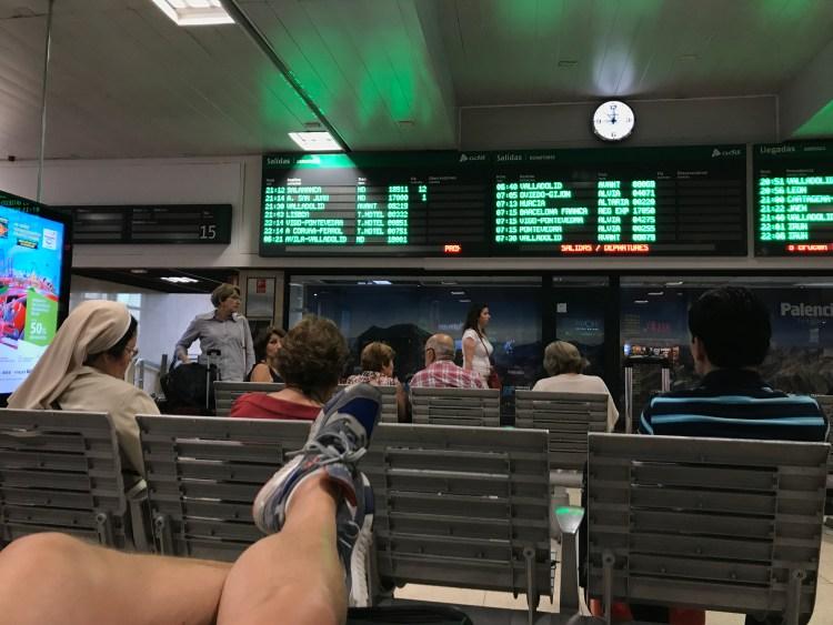 Warten auf den Nachtzug nach Lissabon