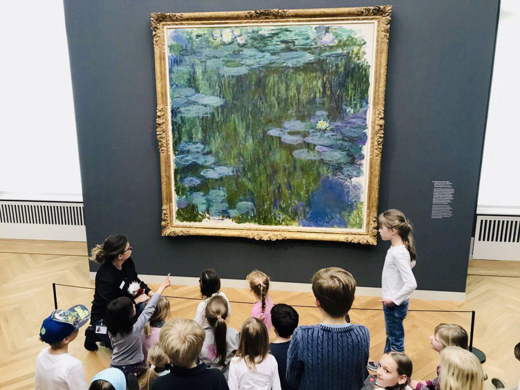 """Kinderführung im Museum Barberini - Hier vor Claude Monet """"Der Seerosenteich"""""""