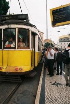 electrico-28-lisboa-tram-28-lissabon-historische-strassenbahn