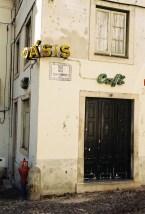 oasis-cafe-coimbra-urban-typography