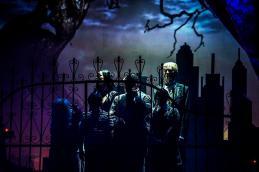 Die Addams-Family im Merziger Zeltpalast. Foto: Rolf Ruppenthal/ 20. Aug. 2014