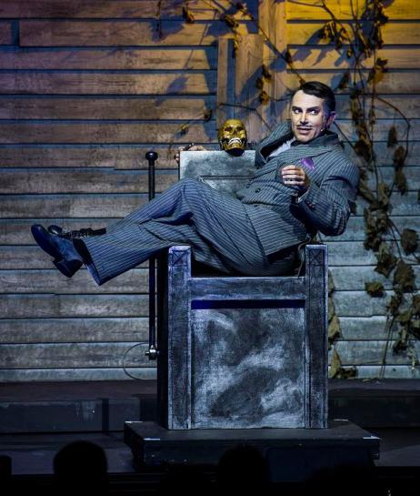 Addams-Family: Premiere im Merziger Zeltpalast: Uwe Kroeger als Gomez Addams. Foto: Rolf Ruppenthal/ 23. Aug. 2014
