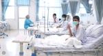 Niños tailandeses en el hospital