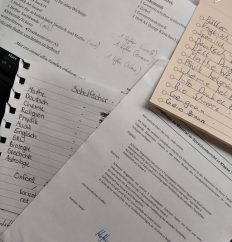 Zettelsammlung Schulmaterial