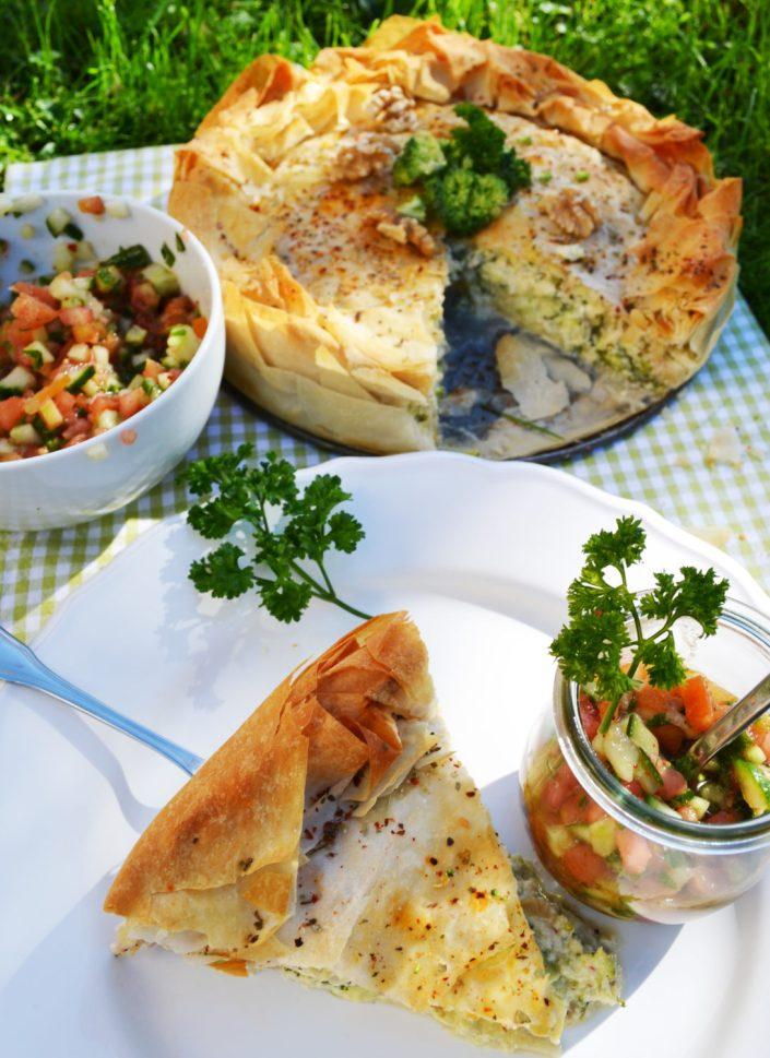 Gesund und schnell gezaubert! Filoteigtorte mit Ricotta-Brokkoli-Füllung und Tomaten-Relish