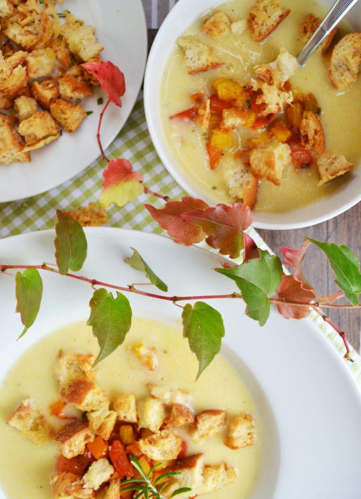 Erwärmt unsere Gemüter! Polentasuppe mit geröstetem Gemüse und Parmesan-Croûtons