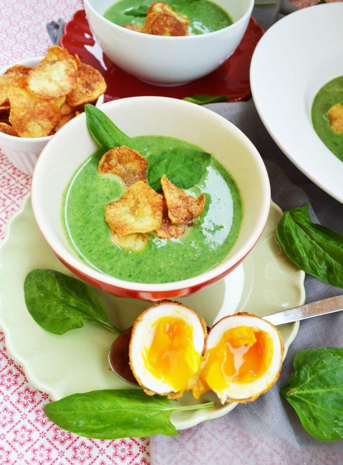 Ei ist das gut! Spinatcremesuppe mit gebackenem Ei und Kartoffelchips