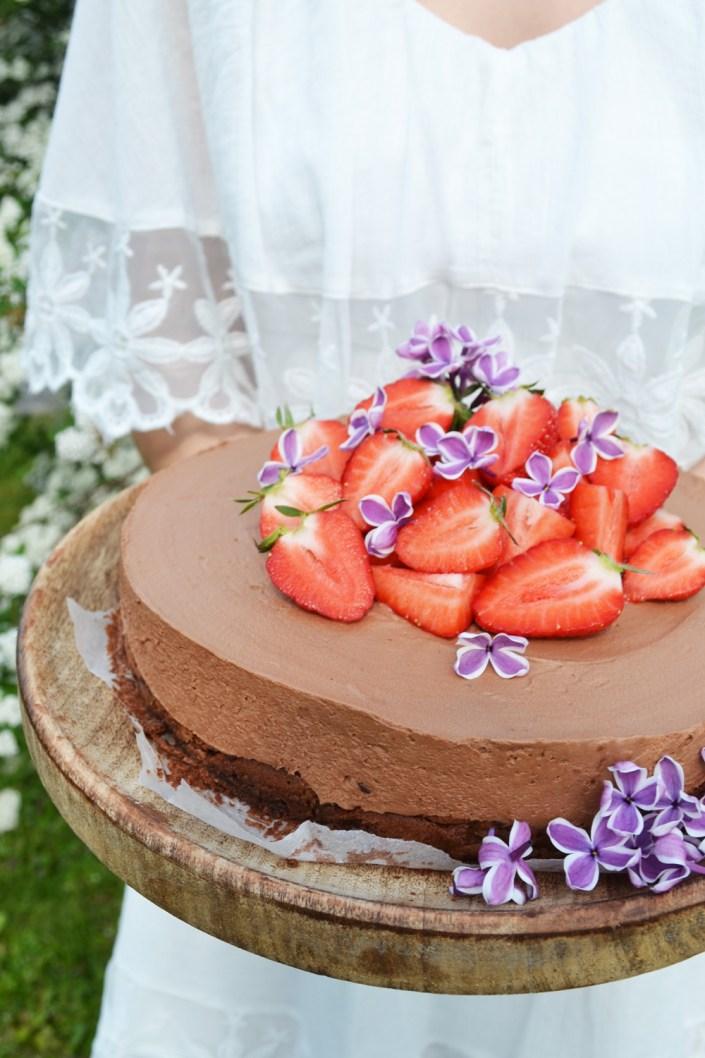 Süße Liebeserklärung! Schokomousse-Torte mit Erdbeeren