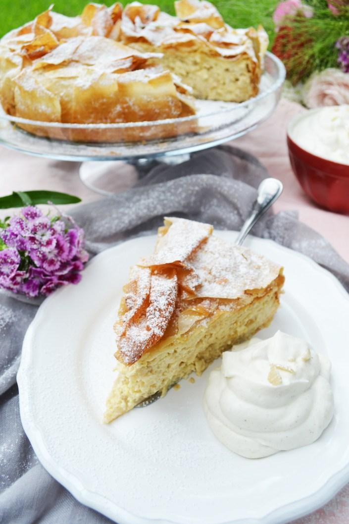 Süße Frühlingsgrüße! Apfelstrudeltorte mit Vanillesahne