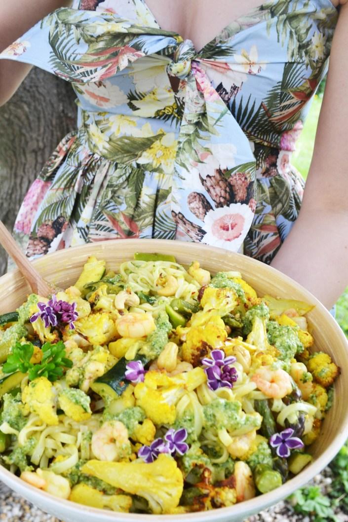 Eine Schüssel voll Sonne! Frühlingsgemüse-Curry mit Garnelen und Reisnudeln