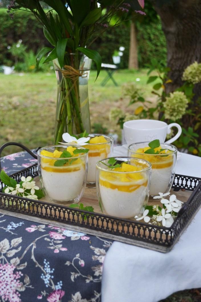 Sonniges Traumgläschen! Joghurt-Kokos-Panna Cotta mit karamellisierter Ananas