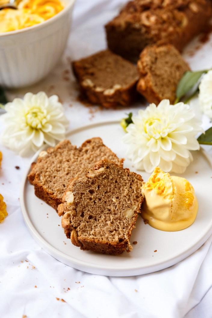 SONNTAGSKUCHEN-LIEBE DELUXE! Aromatischer Cashewnuss-Zimt-Kuchen mit cremigen Mango-Joghurt-Eis