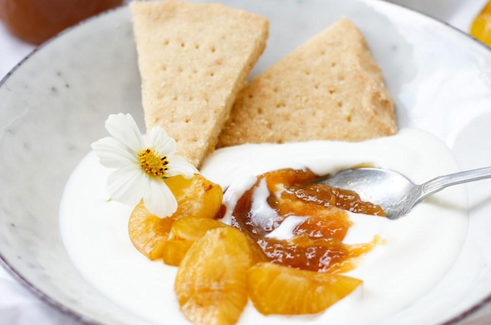 DER SOMMER SCHICKT SÜSSE GRÜSSE! Ringlotten-Vanille-Marmelade mit cremigen Joghurt und Zitronen-Shortbread