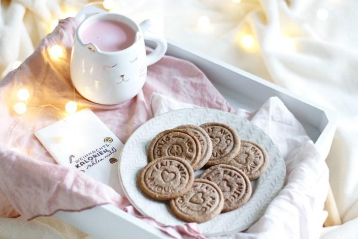 GUTE LAUNE ZUM SCHLÜRFEN UND NASCHEN! Pink & Grinch 'Hot Chocolate' mit selbstgebackenen Spekulatius