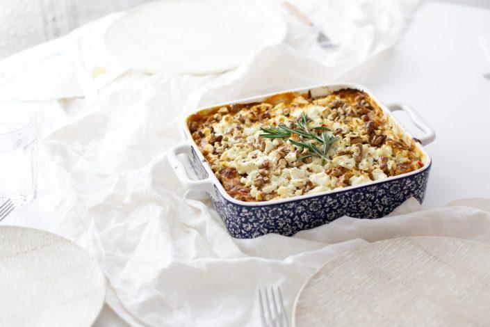 HAPPYMAKER FÜR DIE GANZE FAMILIE! Süßkartoffel-Lasagne mit Schafkäse-Walnuss-Kruste und Rosmarin