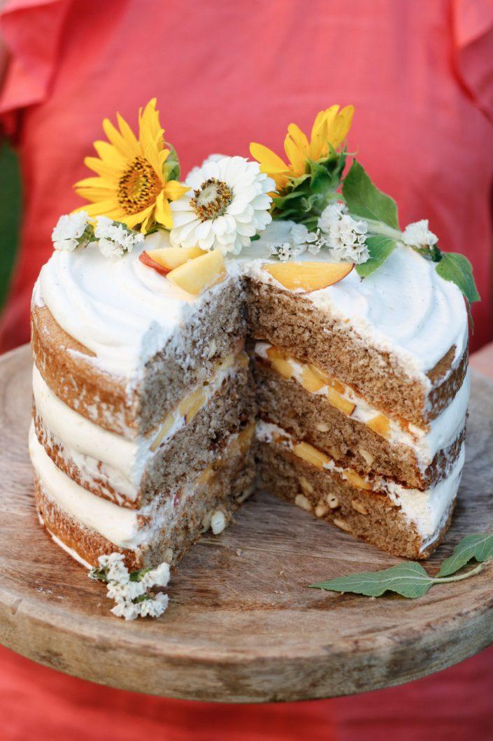 EAT CAKE. IT'S SOMEBODYS BIRTHDAY SOMEWHERE! Pfirsich Naked Cake mit Cashews und Topfen-Joghurt-Creme