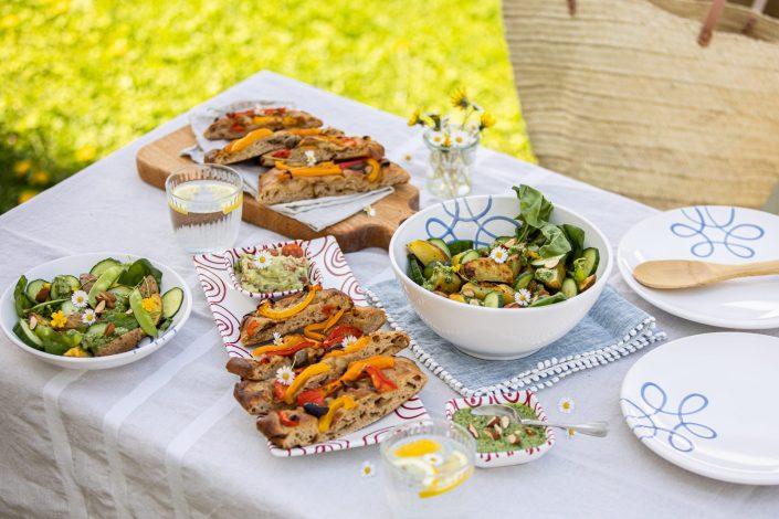 PURE FERIEN-LAUNE! Paprika-Focaccia mit Balsamico-Zwiebeln & Gebackener Kartoffelsalat mit Gurken-Pesto