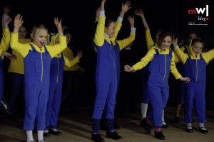 Die Tappykids tanzten als Minions verkleidet in der EWS-Kulturhalle.