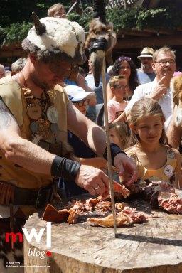 keule-hoch-germanenfest-in-mambach-16