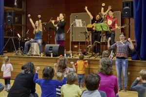 musikerlebnis-soll-kindern-freude-schenken-auftritt-freiburg-2015