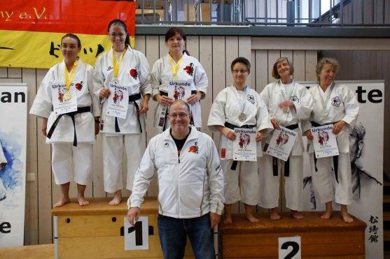 budocenter-steinen-erfolgreich-an-der-deutsche-fudokan-karate-meisterschaften-meinwiesental-Siegerehrung-Kata-Team-Damenv