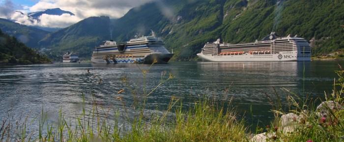 Vier Kreuzsfahrtschiffe am Geiranger Fjord