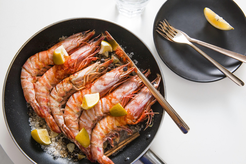 【香料鹽焗虎蝦】 Spiced Salt-baked Tiger Prawns (Bilingual) – meiweixhiyuan 美味之緣