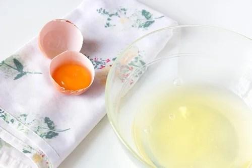 Resultado de imagen de mascarilla clara de huevo pelo