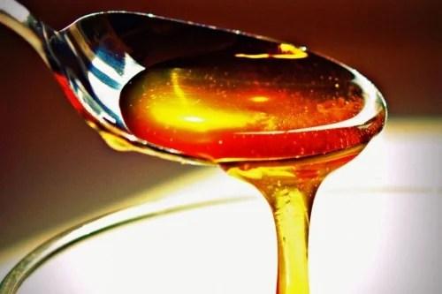 Una cucharada de miel antes de acostarte te ayudará a dormir mejor