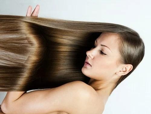 Mujer con el cabello liso