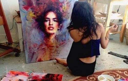 mujer-pintando