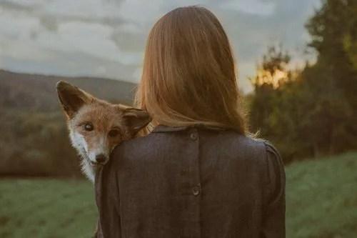 mujer-con-zorro