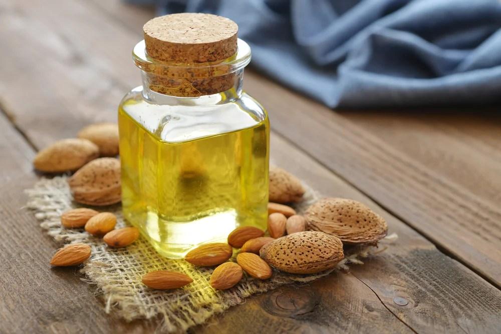 Aceite de almendras y aceite aguacate