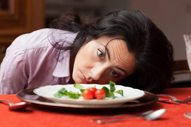 Mujer con hambre