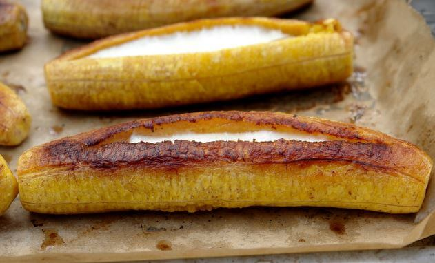 Plátanos maduros rellenos.