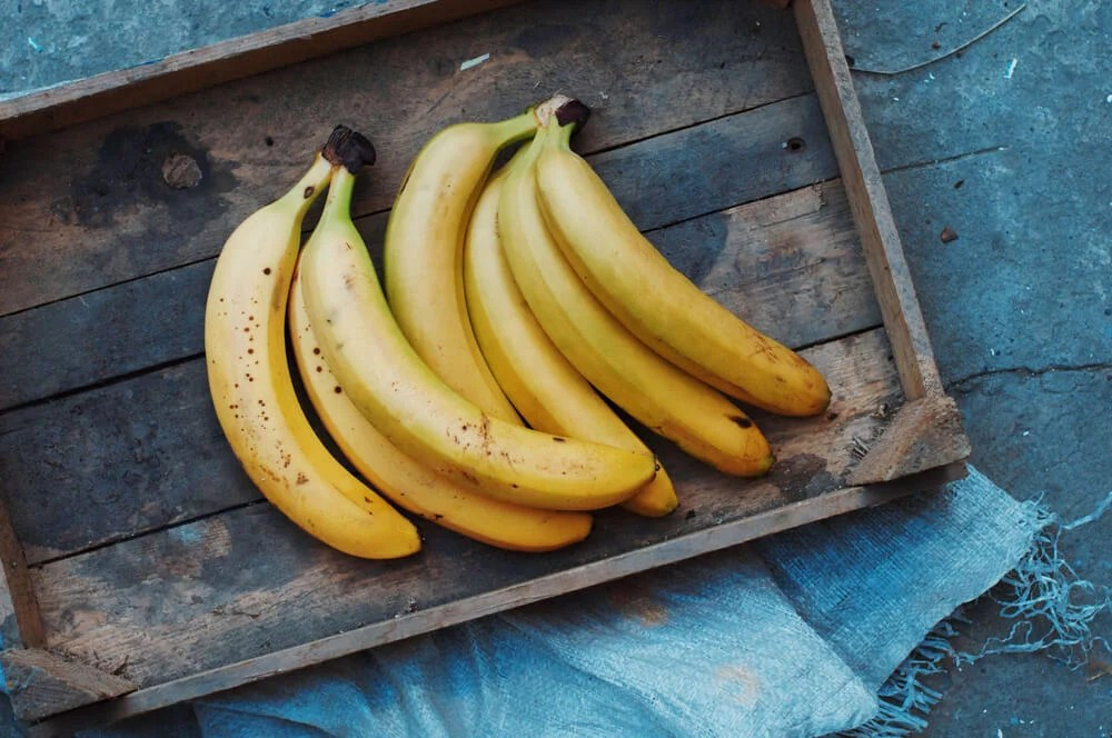 Plátanos y bananas.