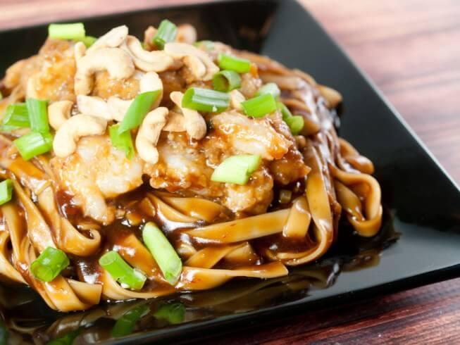 camarones y fideos asiáticos