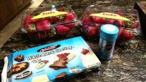 Ingredientes para fresas rojas, blancas y azules.